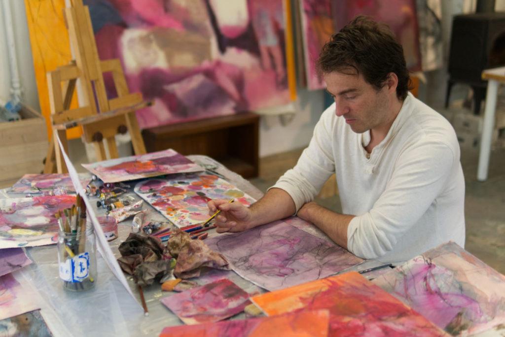 Álvaro Marián trabaja en su taller.